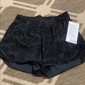 NEW Lululemon Black Camo Hotty Hot shorts, Sz 6
